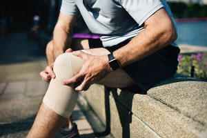 L'arthrose et les douleurs articulaires touchent de plus en plus de monde. SynerThrose est un produit 100 % naturel créé par SynerJ-Health, fondé par Jacques Prunier, pour soulager les douleurs articulaires et réduire les symptômes de l'arthrose de façon naturelle et durable.