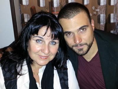 Me voici à coté de ma maman, Josye Trimolet, première Mandataire SynerJ-Health en Nouvelle-Calédonie, qui a soigné sa DMLA naturellement en permettant à son corps d'être nourri grâce aux compléments bio SynerJ-Health (SynerStem, SynerBoost, AlphaOne) de Jacques Prunier.